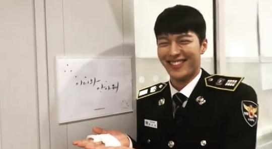 '이리와 안아줘' 장기용 완벽 제복핏눈웃음으로 시청자 유혹