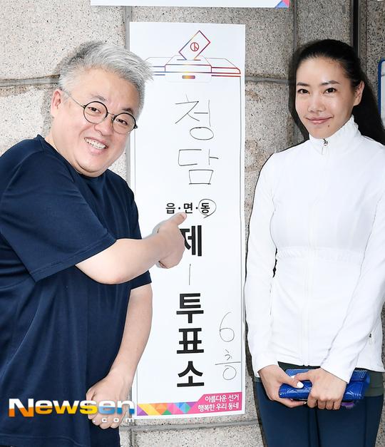 작곡가 김형석서진호부부 '투표소에서 빛나는 웃음'