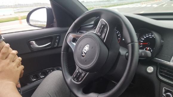 [르포] 현대모비스 자율주행차 엠빌리, 운전자 없이 핸들 '스르륵'