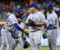 MLB `최고령 투수` 텍사스 콜론 8회 퍼펙트 무산… 추신수 14타수 무안타 `침묵`