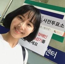 '불타는 청춘' 강경헌, 미소꽃 피우며 '투표소 인증샷' 눈길… 이 시각 투표율은?