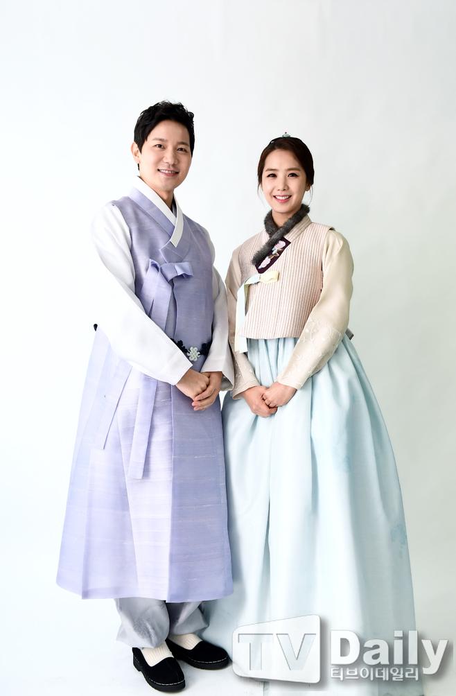 TD포토 김정근 이지애 부부 `한복입고 새해 인사`