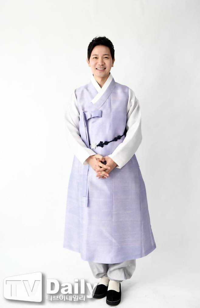 TD포토 김정근 `한복입고 새해 인사`