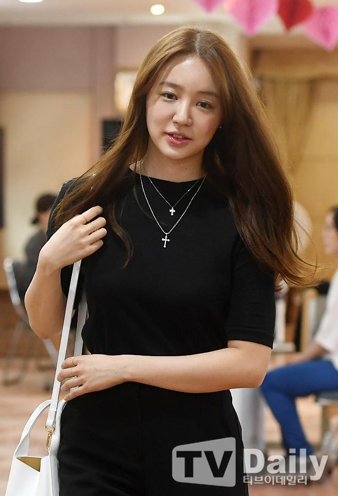 윤은혜 '투표소가 환해지는 미모'