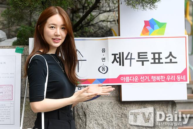 윤은혜 '투표 인증샷은 필수'