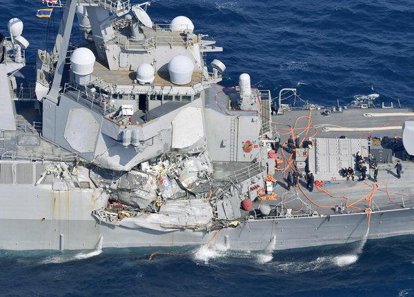 미국 최첨단 이지스함, 상선과 충돌…승무원 7명 사망