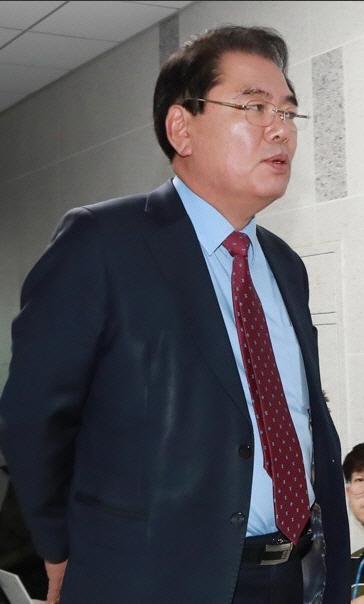 백재현 의원 저출산 해결 위해 '유방확대술 부가세 면제 혜택' 논란