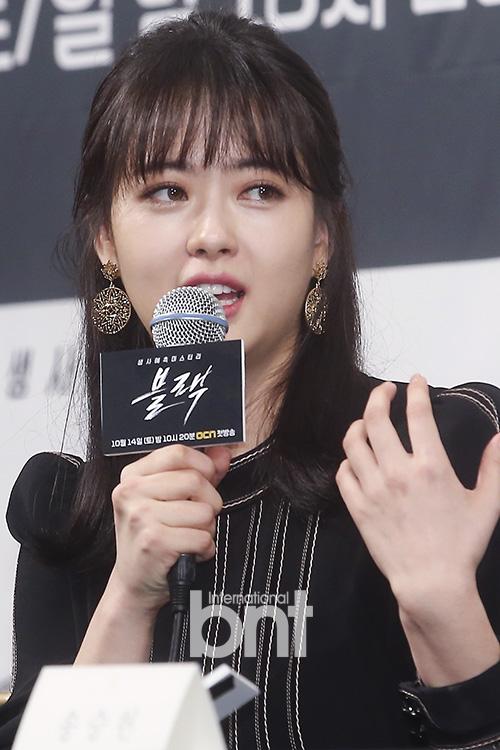 """'블랙' 고아라, """"송승헌의 장난과 유머 덕분에 행복한 촬영장"""""""