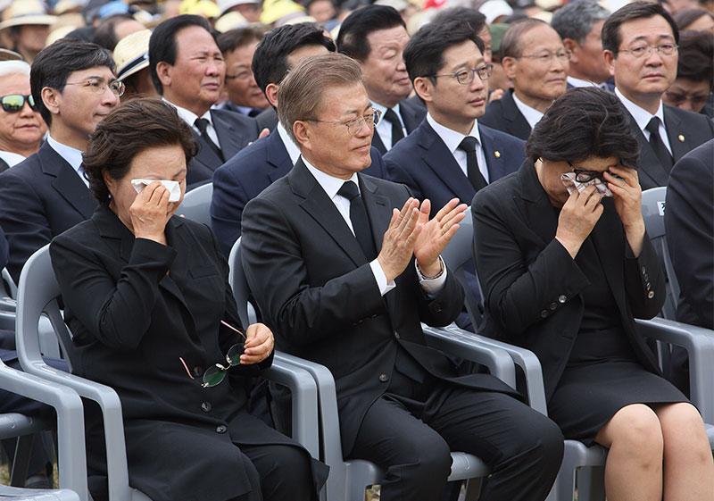 노무현-문재인 영부인의 눈물[포토]