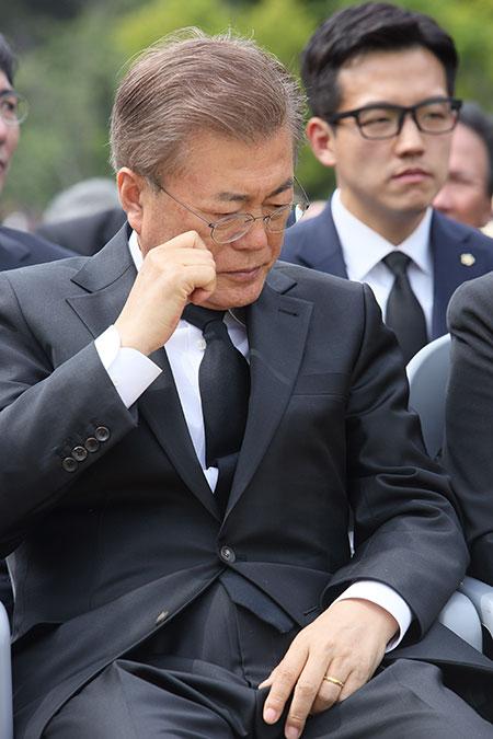 슬픔에 잠긴 문재인 대통령[포토]