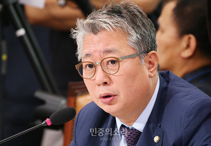 """조응천 """"'우병우 라인' 아직 10명 넘게 살아있어"""""""