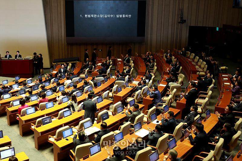 여소야대 덫에 걸린 김이수 헌법재판소장 인준안 표결