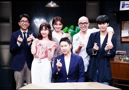 '러브캐처' 홍석천, JR·신동엽·장도연 등과 인증샷 '화기애애'
