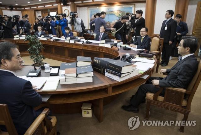 선관위, '김기식 논란' 판단 위해 회의 돌입
