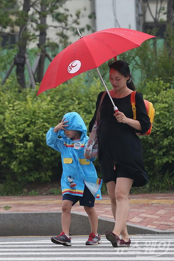 [내일 날씨]전국 흐리고 비 계속…제습기 관심도 쑥↑