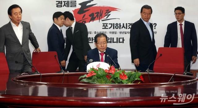 홍준표, '지방선거 패배 책임지고 사퇴'