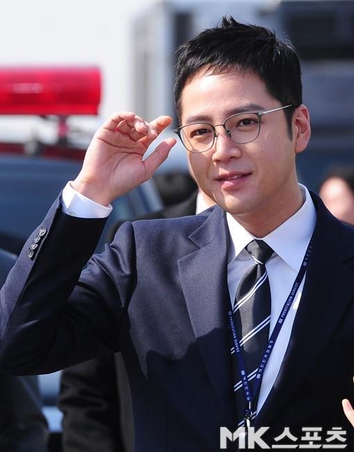 장근석 '日 한류 1위'…성화 봉송에 역대 최다운집