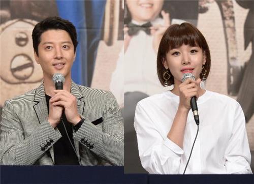 `법적 부부` 이동건-조윤희, 결혼 발표 후 첫 동반 공식석상 `임신해도 몸매 여전`