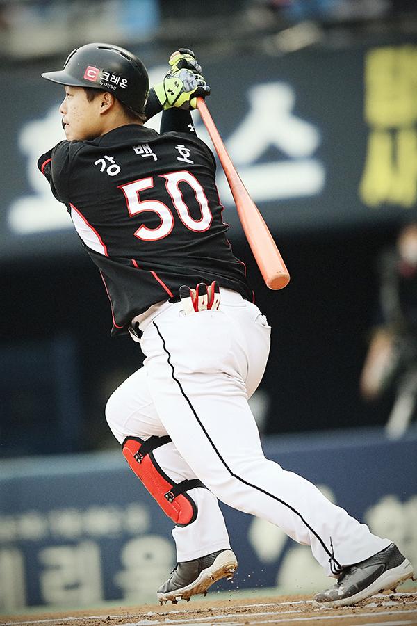 kt 강백호 1회초 초구 홈런 '쾅'…팀은 두산에 4-6 패