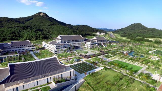 경북도 이철우 시대 개막…남북철도 연결사업 주력 동해안 박탈감 달래기 나선다