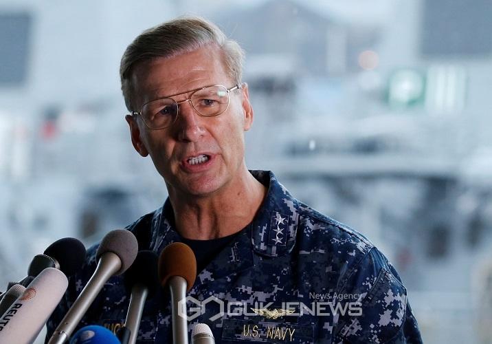 미 해군함, 필리핀 선박과 충돌···'해군 7명 사망'