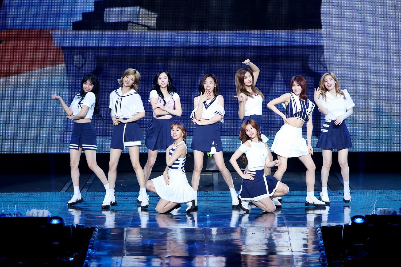 트와이스, 첫 단독 콘서트 앙코르 공연 성황리 개최..대세 걸그룹 위상 증명