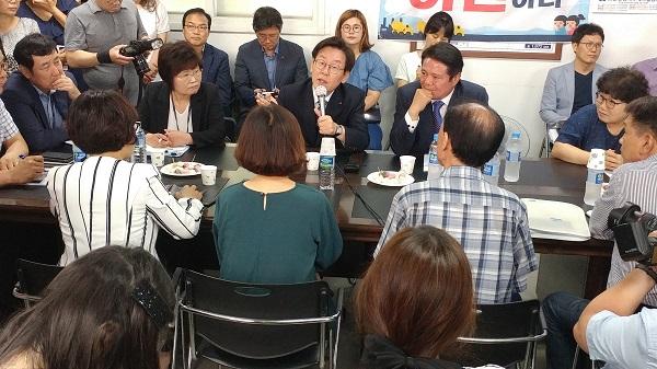 이재명 경기지사, 첫 민생 점검지는 연현마을..간절함 담긴 글 1500건 주목