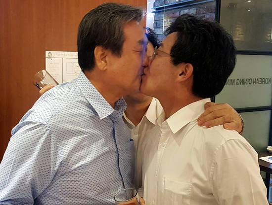 김무성 키스 뒤에 `바른정당 자강론` 종지부?