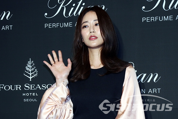 김효진 세월 피해가는 미모