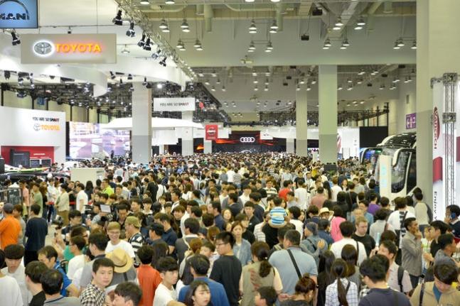 부산모터쇼, 개막 3일 관람객 22만명 돌파...가족 나들이객 몰려