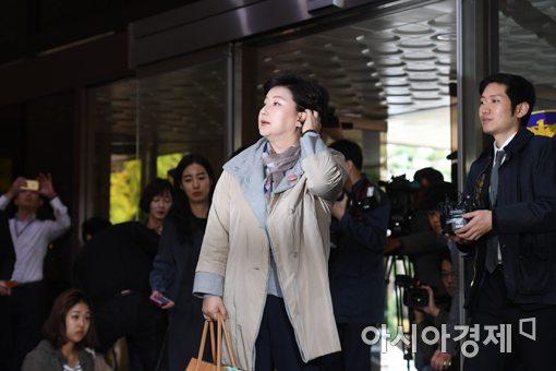 """서해순 지각 후 18분간 입장 표명 """"김광석과 이혼해 인연 끊을 것"""""""