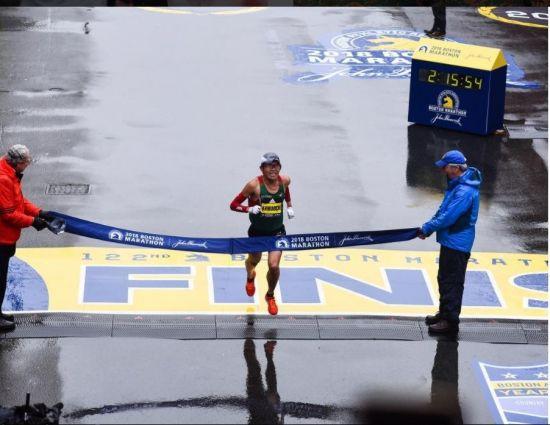 `日 공무원 마라토너` 가와우치 보스턴 마라톤 우승