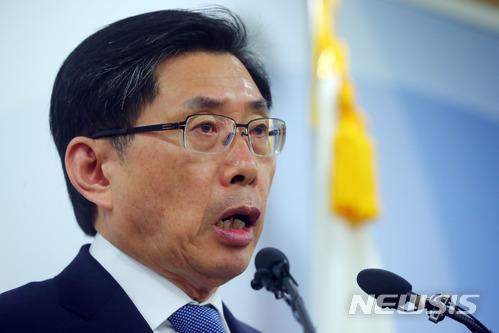 """법무부 박상기 장관, """"문무일 총장에 '강원랜드 채용비리' 신속·엄정 처리 당부"""""""