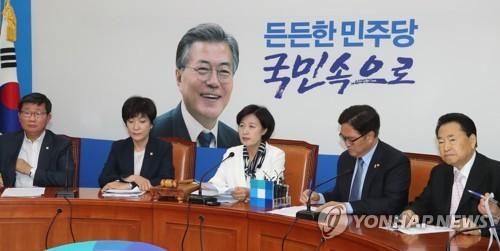 민주당, 한국당에 정면 대응…¨우병우에 한마디도 못하더니¨
