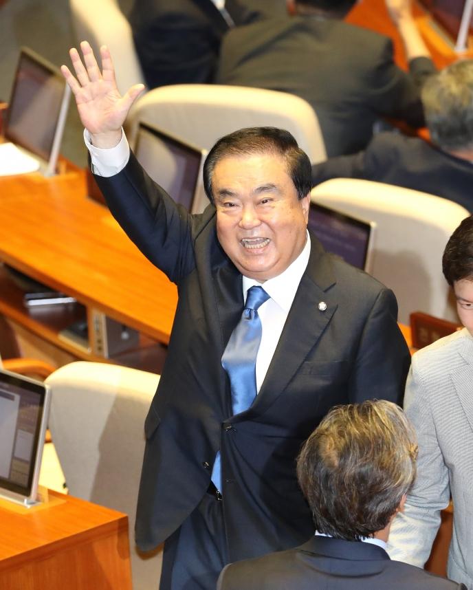 """문희상 신임 국회의장 """"협치가 최우선…'정치 40년' 책임 다할 것"""""""