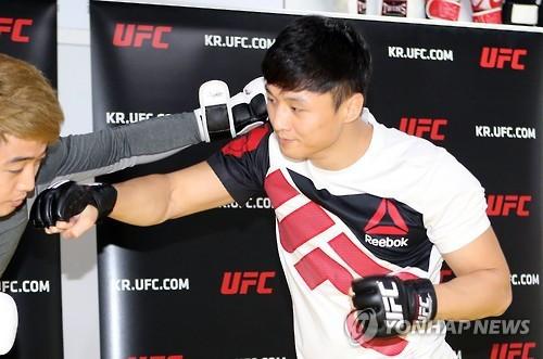 [UFC]`계체량 통과` 최두호, 15일 메인 이벤트서 복귀전 치른다