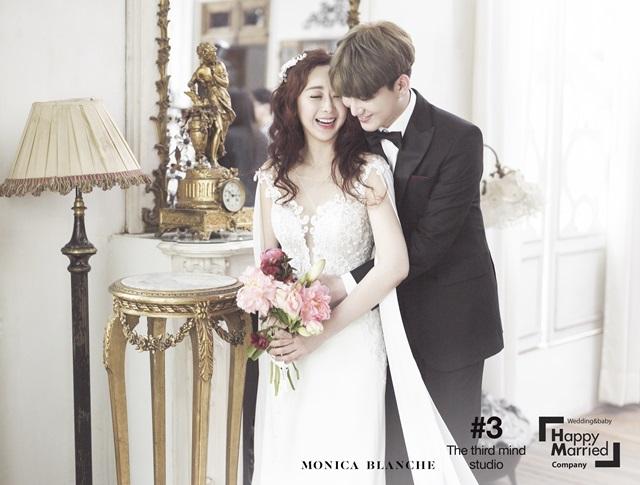 함소원♥진화, 핑크빛 웨딩화보 공개…백허그부터 뽀뽀까지 '달콤'