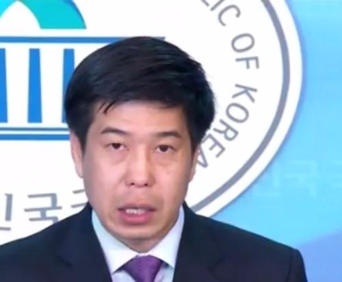 靑 민정비서관 백원우 임명… 이명박에 '살인자'는 사죄하라고 소리친 일화