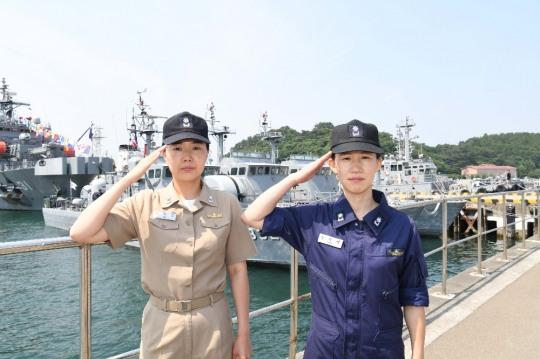 해군 창설 72년만에 첫 여군 함장 탄생…고속정 편대장도
