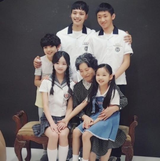 '다시만난세계' 최유리, 가족들과 단란하게 찰칵… 여진구 훈훈한 미소