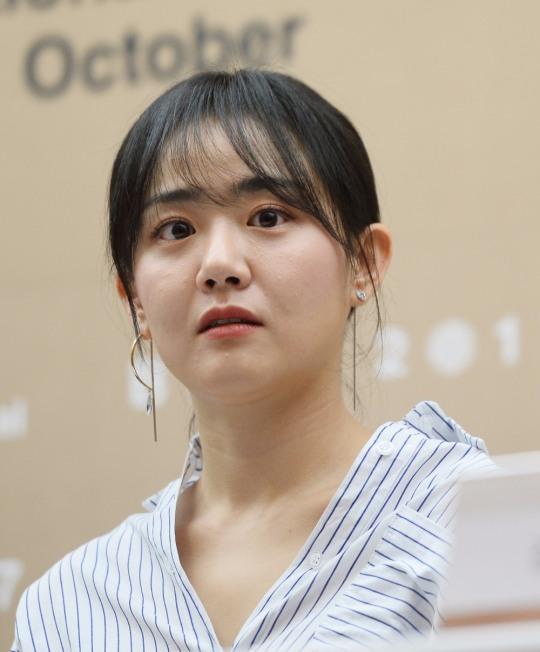 `유리정원` 문근영, 급성구획증후군 수술 후 첫 공개석상… 어떤 모습?