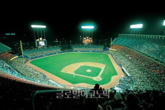 샌프란시스코 시간 오후 11시 LA다저스 경기 재개… 하루 넘기고 6-8