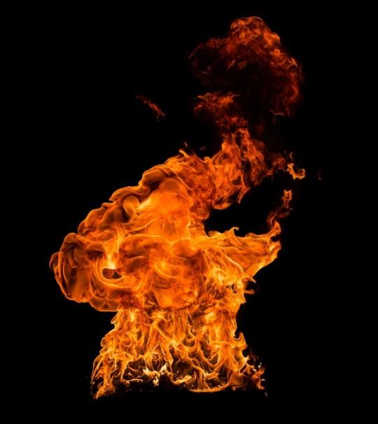 경남 김해 아파트 화재 주민 80여명 대피소동... 40대 여성 1명 사망