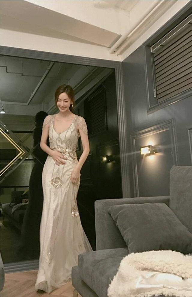 '미운우리새끼' 특별MC 김소연, 시선 끄는 드레스 자태