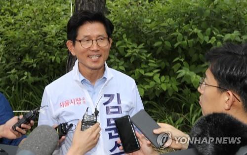 """김문수 유세차량 역주행 논란 """"취재진 요청 따르다 실수…고의 아니었다"""""""