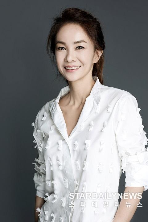 장윤정, bob스타컴퍼니 전속계약... 본격활동 앞서 토크쇼 워밍업 `동치미` 출연
