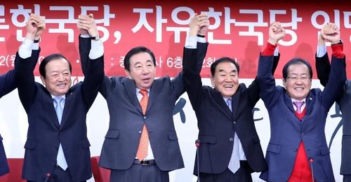 한국당으로 복귀한 이재오 ¨MB 겨냥 檢 수사 정치보복¨…홍준표 ¨우파 통합 완성¨
