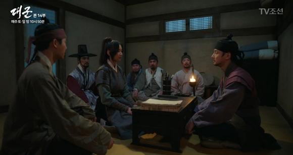 '대군' 윤시윤, 살아있었다…장인섭과 공조