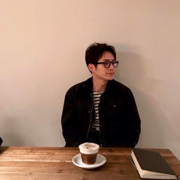 '하트시그널' 김현우, 안경 쓴 모습… '지적인 매력까지'