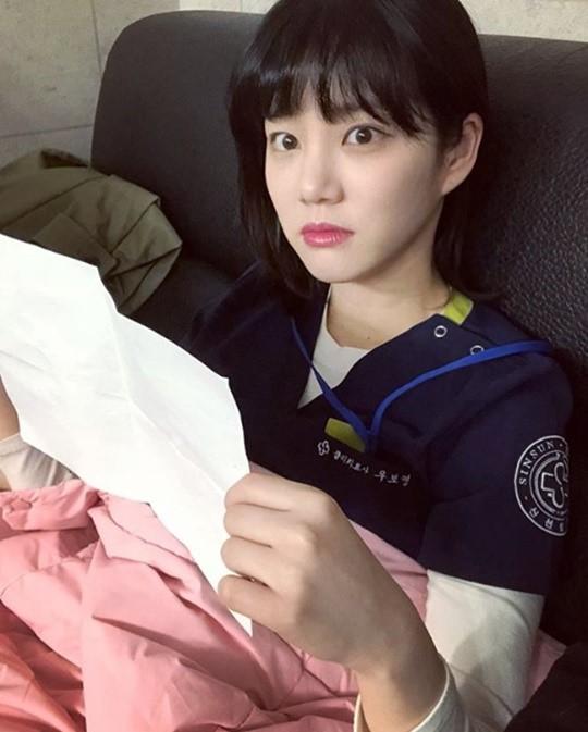 '시를 잊은 그대에게' 이유비, 촬영현장 근황 공개…대본 들고 찰칵 '시선 집중'